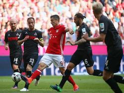 Lewandowski (centro) no firmó su mejor partido desde que llegara al Bayern. (Foto: Getty)