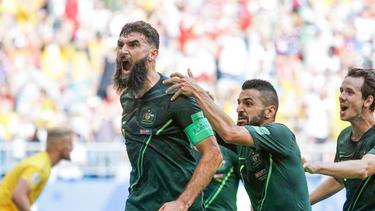 Mile Jedinak (l) beendete seine Karriere in der australischen Nationalmannschaft