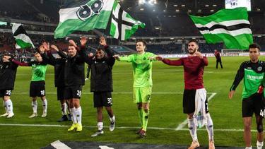 Hannover 96 feiert den Derbysieg gegen den VfL Wolfsburg