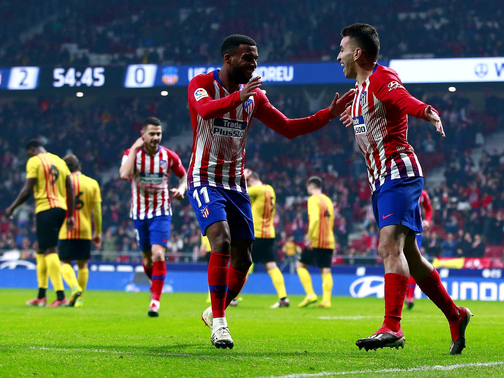 Correa celebra su gol con Thomas Lemar. (Foto: Getty)