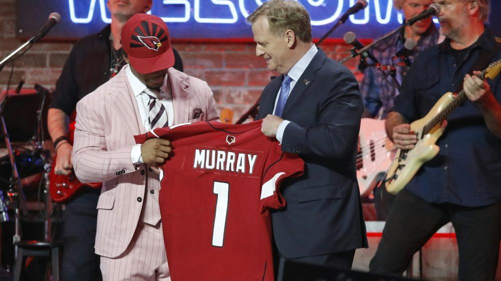 Kyler Murray (l.) wurde von den Arizona Cardinals gedraftet