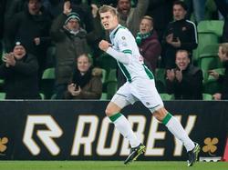 Alexander Sørloth is net in het veld gekomen, maar is meteen trefzeker. De spits scoort de 2-0 tegen Roda JC en viert dat. (09-12-2016)