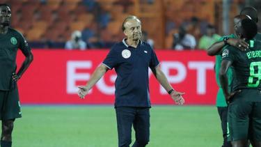 Bleibt Gernot Rohr Nationaltrainer von Nigeria?