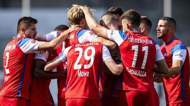 Die Heidenheimer feiern den Sieg gegen den SV Sandhausen