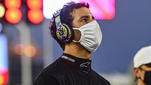 Immer wenn Daniel Ricciardo auf den Monitor schaute, kam der Unfall