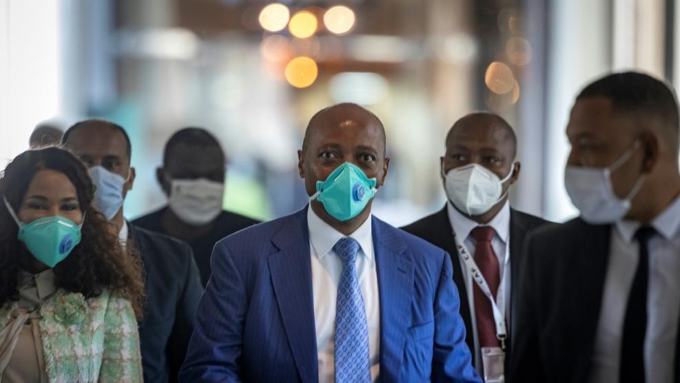 Patrice Motsepe (M.) ist neuer CAF-Präsident