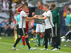 Bastian Schweinsteiger (r.) hat gegen Ungarn sein Comeback gefeiert