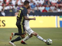 Odriozola da un pase en el duelo contra la Juventus. (Foto: Getty)