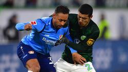 Wolfsburgs William (r.) verursachte erneut einen Elfmeter