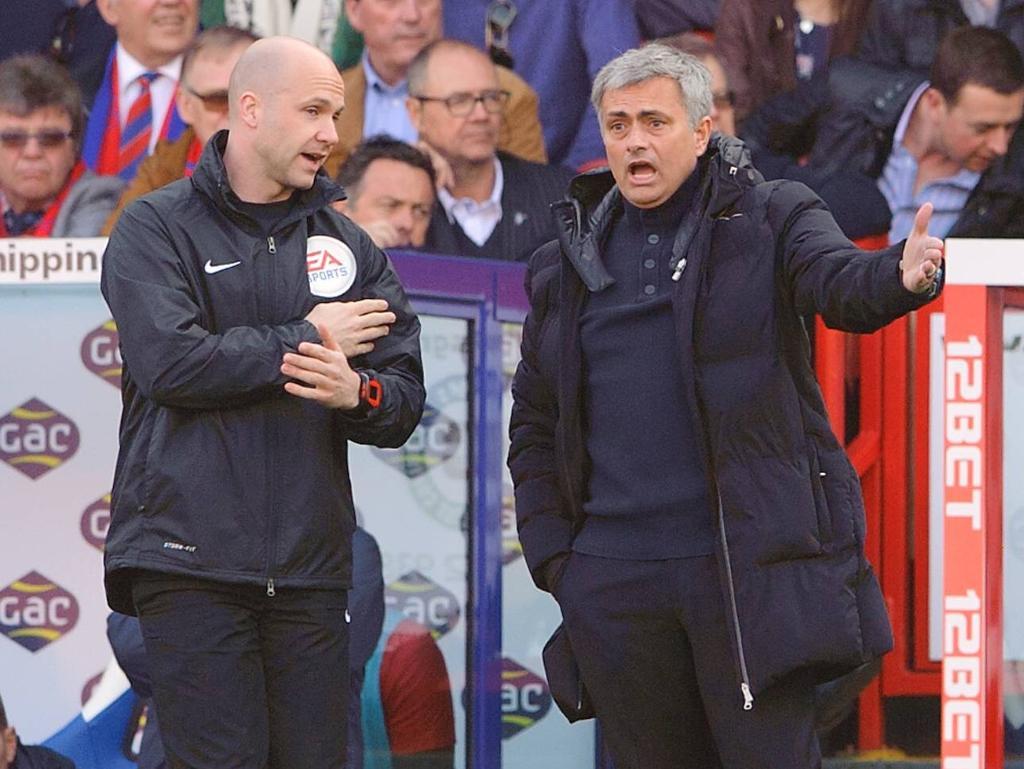 José Mourinho und Anthony Taylor kennen sich schon seit Jahren