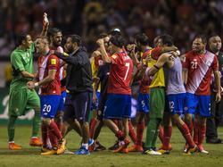 Costa Rica celebra el pase a la próxima fase final del Mundial. (Foto: Imago)