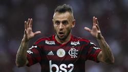 Rafinha vuelve a Brasil para triunfar con Gremio.