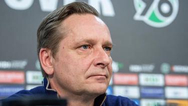 Horst Heldt löste den Vertrag mit Hannover 96 auf