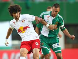 Kampf um den Ball zwischen André Ramalho und Steffen Hofmann