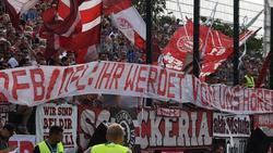 Fans des FC Bayern protestieren gegen den DFB