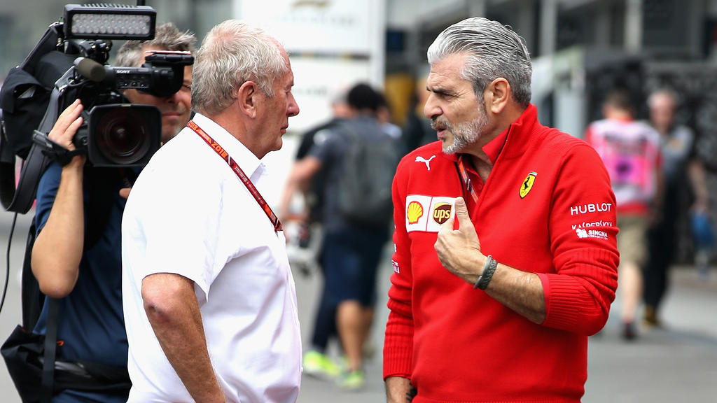 Ferrari-Teamchef Maurizio Arrivabene (r.) hat sich beruhigt