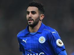 Riyad Mahrez in actie voor Leicester City tijdens het duel met Stoke City. (22-12-2016)