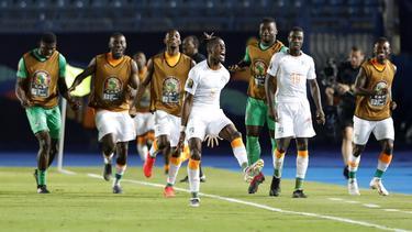 Los jugadores de Costa de Marfil celebran la victoria.