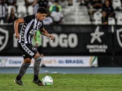 Luis Henrique con la camiseta de Botafogo.