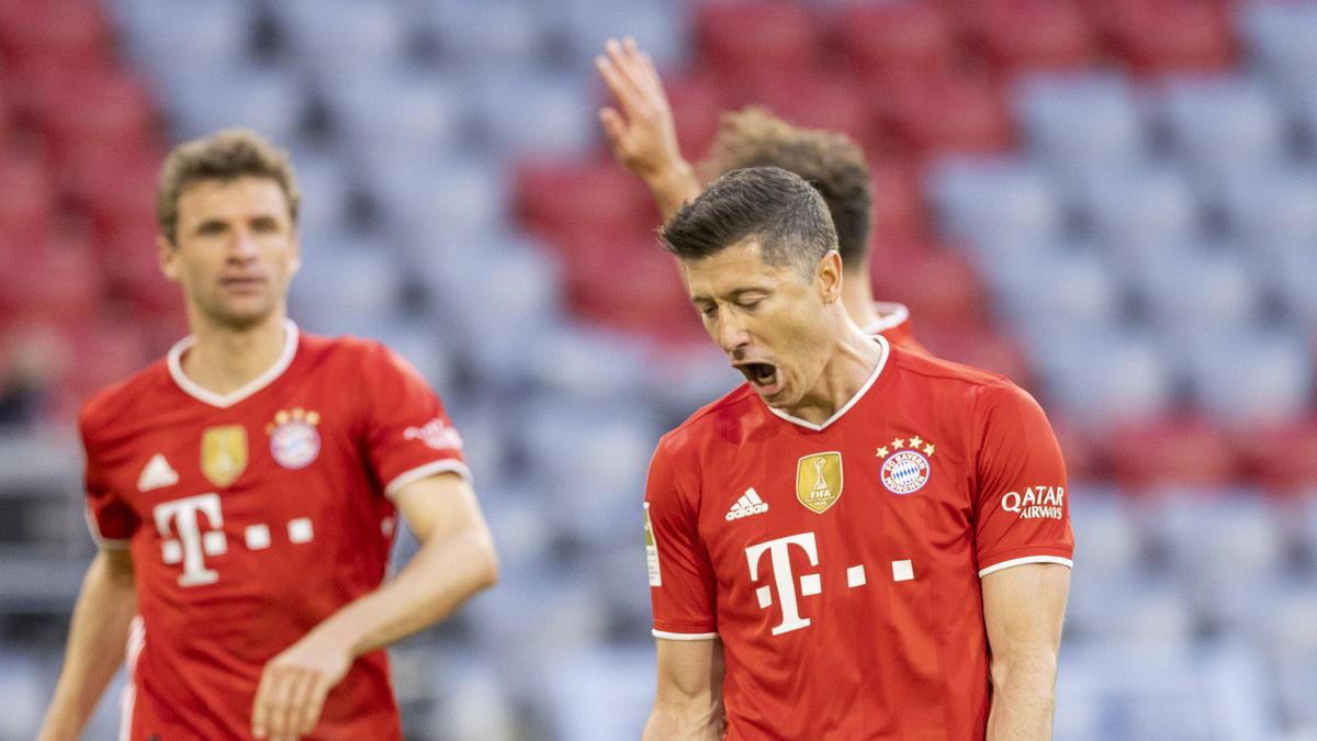 Robert Lewandowski (r.) erzielte für den FC Bayern drei weitere Tore