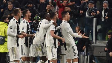Cristiano Ronaldo fue a celebrar todos los goles con el público. (Foto: Getty)