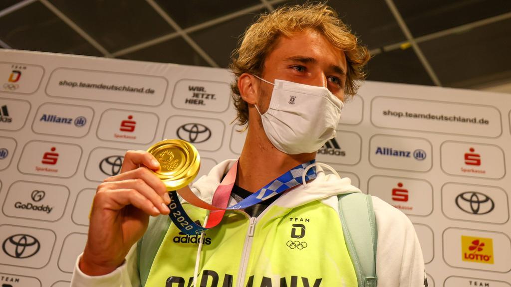 Tennis-Olympiasieger Alexander Zverev ist zu Gast beim FC Bayern