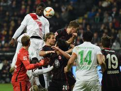 Assani Lukimya (l.) verlässt Werder Bremen in Richtung China