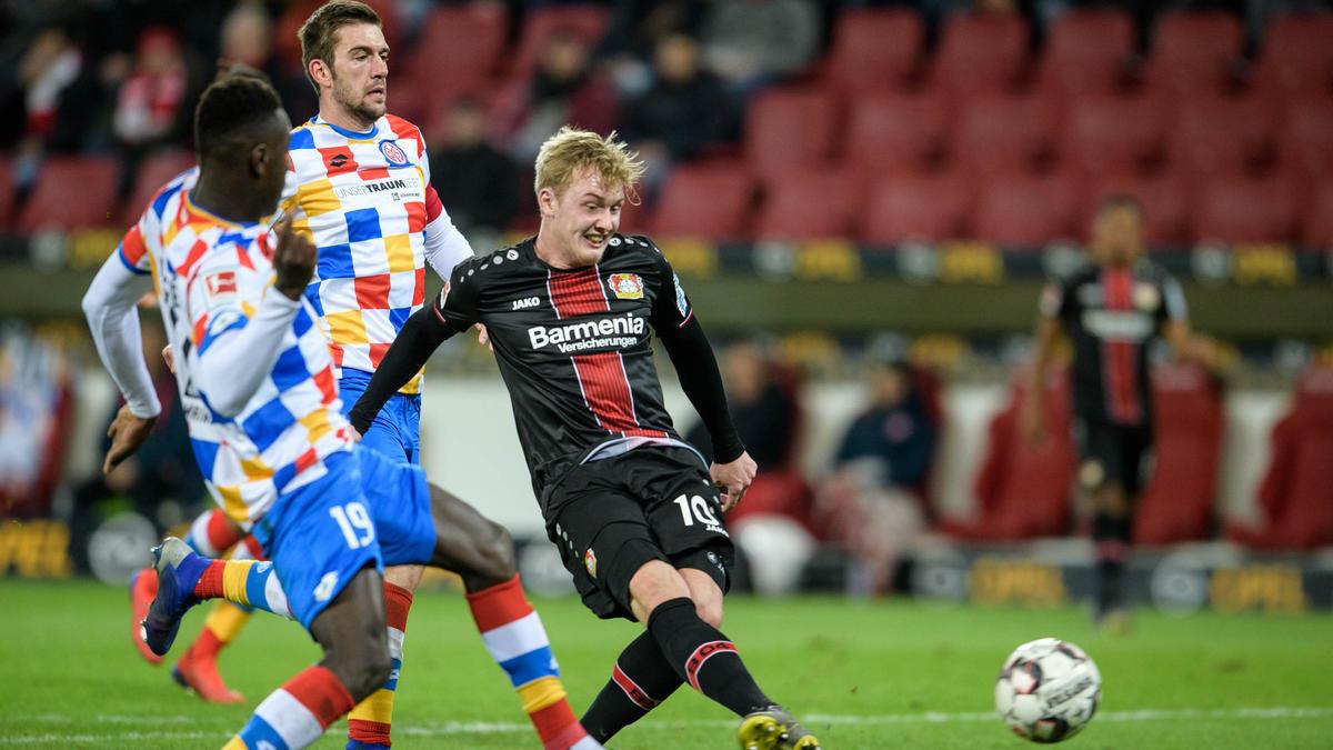 Julian Brandt (r.) war in Mainz der beste Spieler auf dem Platz