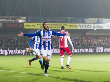 Reza Ghoochannejhad viert zijn winnende doelpunt voor sc Heerenveen tegen IJsselmeervogels in de KNVB beker. (13-12-2016)