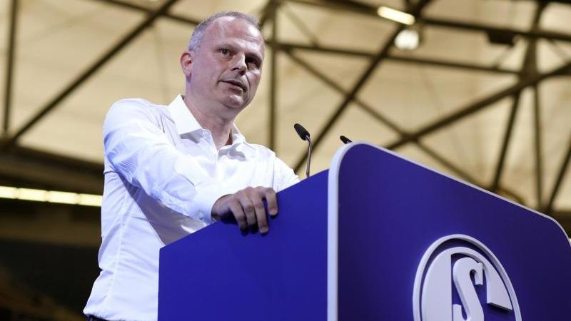 Spottet über die geplanten Akademien von PSG in Deutschland: Schalkes Sportvorstand Jochen Schneider