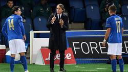 Roberto Mancini (M.) befindet sich aktuell in Quarantäne
