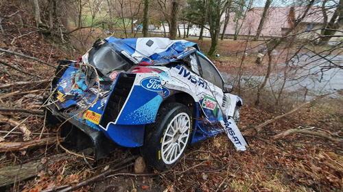 Suninen und sein Beifahrer Markkula konnten ihr gecrashtes Fahrzeug unverletzt verlassen