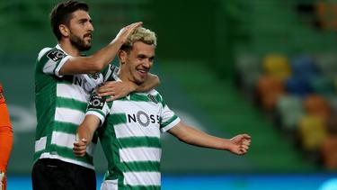 Portugals Torschützenkönig Pedro Goncalves (r.) soll es dem BVB angetan haben