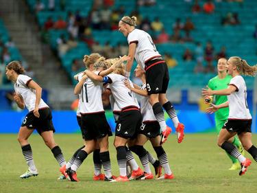 Die DFB-Frauen bejubeln den einzigen Treffer gegen China