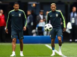 Brasilien-Stars Thiago Silva und Neymar sollen die Handynutzung einschränken