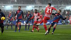 Lucas Hernández remata a puerta en un duelo ante el Huesca. (Foto: Getty)