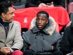 Glen Kamara kijkt toe tijdens FC Twente - Heracles Almelo. De Finse middenvelder van Arsenal u23 traint mee bij de Tukkers. (20-01-2017)