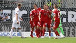 Fortuna Düsseldorf jubelt über einen Treffer von Rouwen Hennings