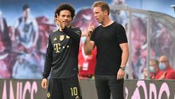 Leroy Sané (l.) genießt beim FC Bayern das Vertrauen von Julian Nagelsmann (r.)