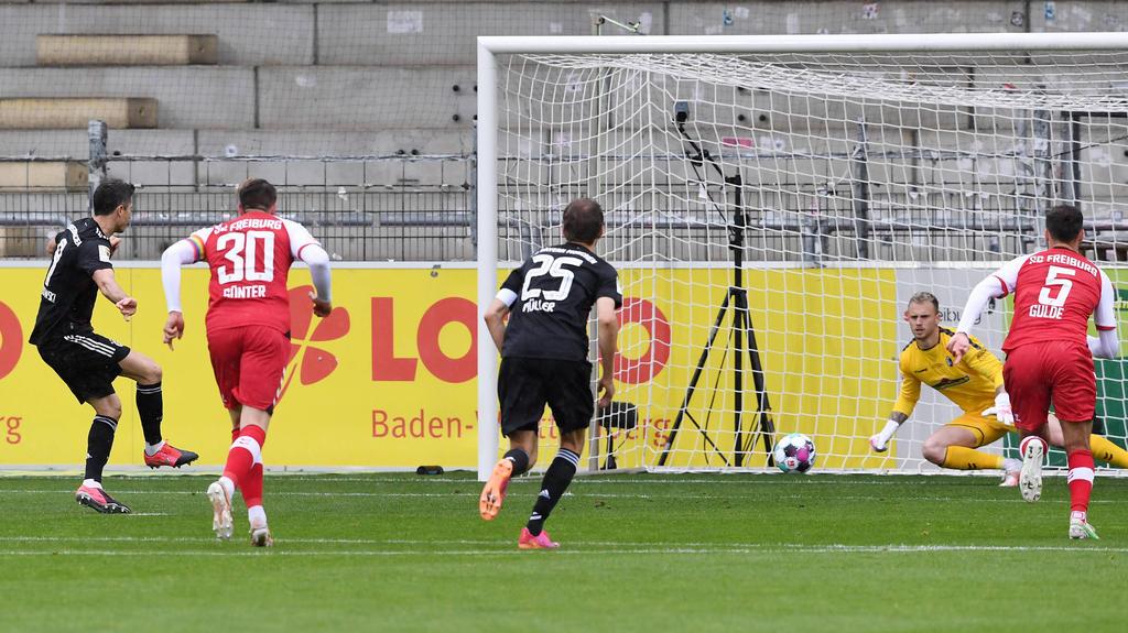 Robert Lewandowski (l.) traf zum zwischenzeitlichen 1:0