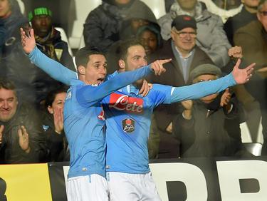 El Napolés de Callejón (izq.) y Higuaín (dcha.) se mide con el Dinamo de Moscú. (Foto: Getty)