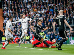 Carvajal y Modric no pudieron evitar el 0-2 de Neres. (Foto: Imago)