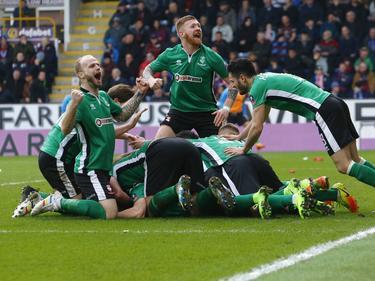 Riesenjubel bei Lincoln City nach dem Siegtor gegen Burnley