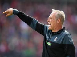 Christian Streich stellt plant für das Spiel gegen Dynamo Dresden mit einer veränderten Startelf