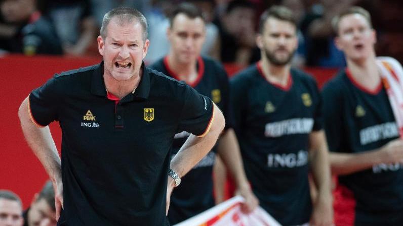 Deutschlands Trainer Henrik Rödl gestikuliert am Spielfeldrand