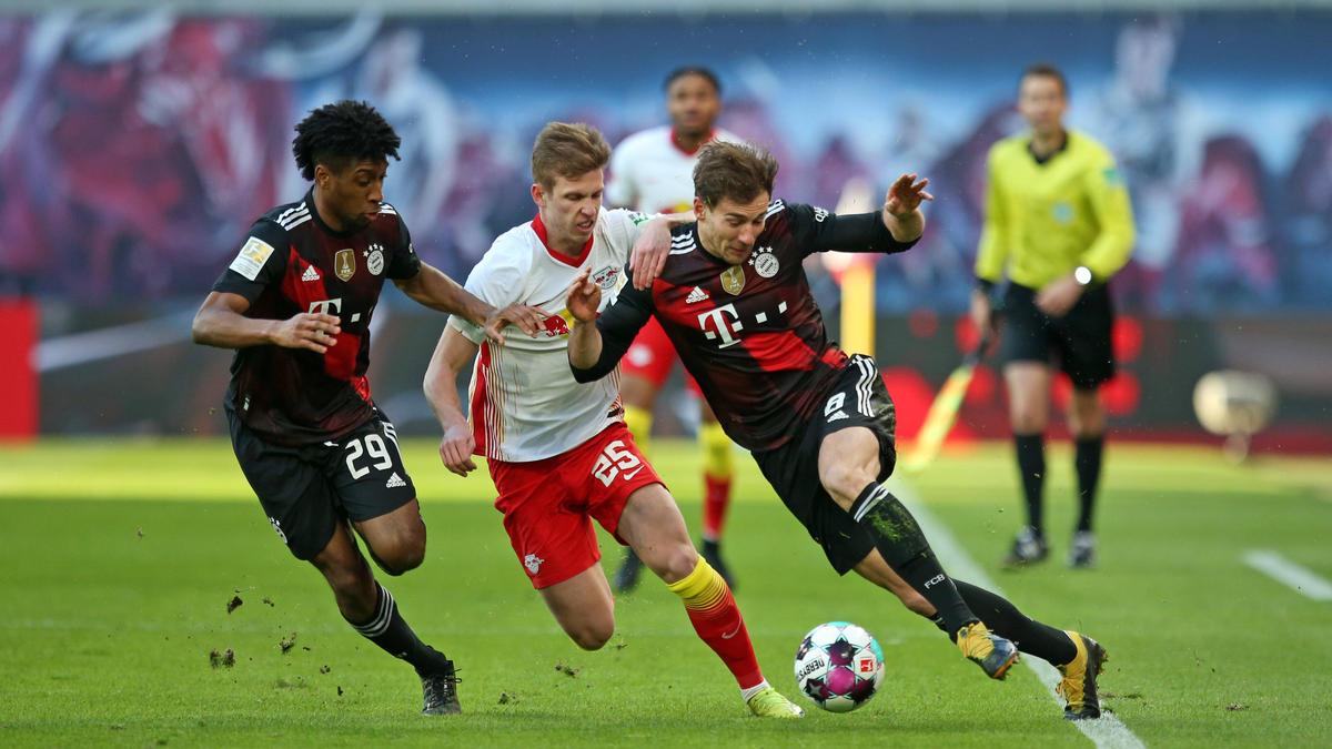 Dani Olmo (M.) soll beim FC Bayern im Gespräch sein