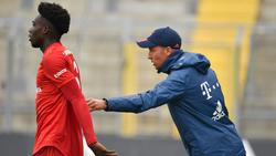 Sebastian Hoeneß (r.) traut Alphonso Davies (l.) beim FC Bayern Großes zu
