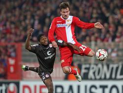 Armando Cooper (l.) wird nicht mehr für St. Pauli auflaufen