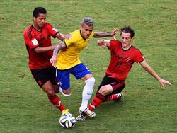 Dani Alves en un duelo ante México en el Mundial de 2014. (Foto: Getty)