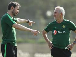 Geben bei Australien den Takt vor: Coach Bert van Marwijk (re.) und Co-Trainer Mark van Bommel
